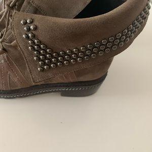 Stuart Weitzman boots size 5.5.